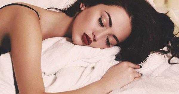 Makyajla Uyumanın Zararları Nelerdir?