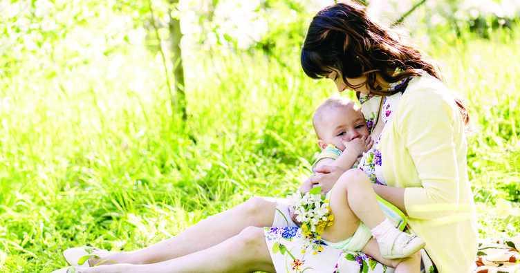 Bebeğinizi Emzirmek için En İdeal Pozisyon Hangisidir?